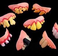 falsche zähne requisiten großhandel-200 STÜCKE Witz Zähne Falsche Zähne Faul Aprilscherz Lustige Gefälschte Zähne Gebisse Halloween Prop Kostüm Kostümfest YH119