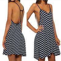 arnés vestir a las mujeres al por mayor-Ropa de mujer Ropa casual Vestidos Falda en blanco y negro suelta con cuello en V Vestido halter atractivo Vestido de playa arnés z20