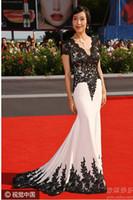 ingrosso vestito da sera breve bianco nero-Abiti da sera 2016 Celebrity Dresses Evening Mermaid White Manica corta con scollo a V Nero Applique Abiti da ballo per feste