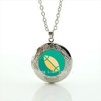 collares de fútbol para las mujeres al por mayor-Boda de moda bijoux medallón collar deporte rugby fútbol verde y amarillo regalo de la joyería de la bola para hombres y mujeres NF034