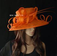 sombrero derby naranja al por mayor-Sombrero grande Sinamay de ala grande y naranja con lomo de avestruz para carreras de boda