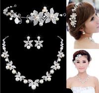 conjuntos de joyas de boda tiara perla al por mayor-Flor de cristal perla novia 3 unids conjunto collar pendientes Tiara boda nupcial conjunto de accesorios para mujeres NE181 blanco rojo