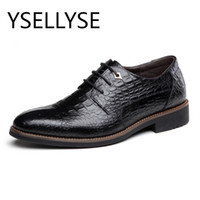 Vente en gros - Retro Black Blue Crocodile Shoes Chaussures en cuir pour hommes Formal Pointed Toe Angleterre Robe Business Oxford Wedding Chaussures plates pour hommes