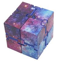 brinquedos giratórios presentes venda por atacado-Estilo novidade Infinito Cube 2 Fidget Cube Squeeze Fun Apaziguador Desk mágico do presente Toy Cube novetly Mão Spinner Com Box