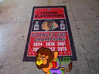 leichter strickstoff großhandel-CHICAGO BLACKHAWKS Flagge, gestrickte Polyester 90 * 150cm, CHICAGO Football Clubhouse Banner, leichte hochwertige Stoffe