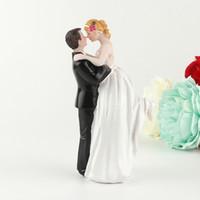 bonecas do casamento do noivo da noiva venda por atacado-Feliz Noiva E Noivo Ornamento Bolo Resina Artesanato Boneca Abraço Amor Casal Casamento Brindes Decoração Requintado Projeto 18ykb ff