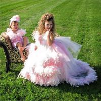 kız pembe tüy elbisesi toptan satış-Büyüleyici Pembe Balo Çiçek Kız Elbise Lüks Tüyler Sweep Tren Tül Kızlar Pageant Elbiseler İlk Communion elbise Custom Made
