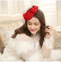 ingrosso fascinatori bianchi neri-Nuovi accessori per capelli da sposa British Van Wool Hat Retro Party Banquet Donna Cappelli Bow Lace Yarn Lady Beret Hat