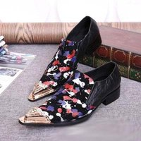 Wholesale Commercial Career - British style of commercial leisure shoes fashion metal charm pointed toes slippery graffiti leisure party shoes stage