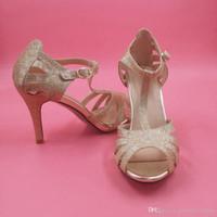chaussures à talons achat en gros de-Chaussures de mariée en or paillettes chaton talon T-sangles boucle fermeture demoiselle d'honneur fille chaussures femmes sandales pour junior demoiselle d'honneur chaussure sandale