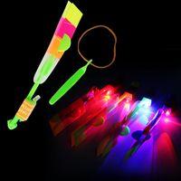 flecha volante llevó al por mayor-LED Increíble flechas volando helicóptero paraguas de la flecha de la mosca Juguetes para niños Regalos Venta al por mayor Venta caliente Envío gratis