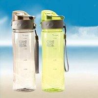 зеленая бутылка с горячей водой оптовых-Горячие продажи CJ024 новая спортивная бутылка для воды портативный пластиковый открытый кемпинг бутылки для воды спортивная бутылка 620 мл зеленый серый