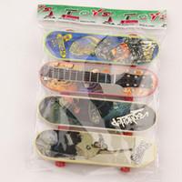 Wholesale Bears Board - 4 PCS Plastic Finger Skateboard Novelty With Bearing Wheels Mini Finger Board Skateboards Kids Fascinating Toys