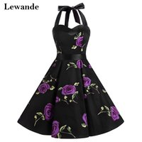 Compra Abito Nero Rockabilly In Pizzo-Rockabilly Style Halter Little Black Sweet 15 Floral Print Homecoming Dress Breve A-line Lace-up Rose modello Quinceanera abito Cheap Lewande