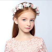 güzel kız taç toptan satış-Sevimli Pretty Çiçek Çiçekler Kız Garland Şapkalar Çelenkler Taç Kızların Baş Adet Kafa Aksesuarları Düğün Tiara Çiçek Kız için