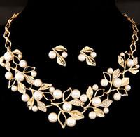 güzel yapraklar toptan satış-Güzel Gelin Takı Kadınlar Zarif NecklaceEarring Set Altın / Gümüş Inci Elmas Kolye Ile Damızlık Küpe Yapraklar Chocker Kolyeler
