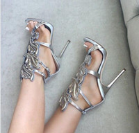 Silver Metallic Winged Gladiator Winged Sandálias 2016 Saltos altos Gold Leaf Summer Shoes Mulher Sandalias Ladies Shoes Bombas