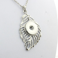 Wholesale sterling buttons online - 2016 Sterling Maxi Necklace With Free Chain Leaf Snap Button Pendant Watchs Women Button Snap Necklace Vintage Accessories Ne243