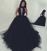 Wholesale sexy evning dresses - 2017 Tulle Ball Gown Evening Dresses Deep V-Neck Black Halter Prom Dresses Backless Sweep Train Formal Evning Gowns Custom Made Plus Size