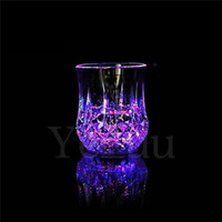 24pcs Ananas Creative LED Glass Party Drinking Glasses Drinkware Flashing Small LED Cup Flashing Cola Copos Bar Supplies F535