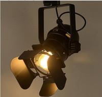 modernos holofotes venda por atacado-Faixa de luz retro espaço moderno minimalista país americano industrial loja de roupas personalizadas spotlights lâmpada de artes de teto