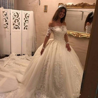 Luxury 2017 Abiti da sposa Off spalla Illusion maniche lunghe in pizzo Appliques perline Ball Gown Puffy Gonna Cattedrale treno Abiti da sposa