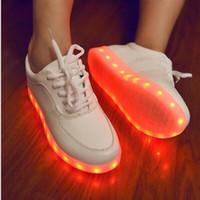 sapatilha led 46 venda por atacado-Bestseller 7 Cores Sapatos de Luz LED de Couro PU Meninas Sapatilhas Das Mulheres Levou Sapato USB Calçados Luminosos Moda LED Sapatos Tamanho 35-46 1 Conjunto / lote