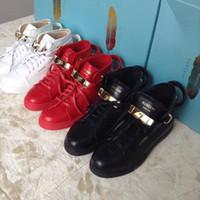 cerraduras de encaje de metal al por mayor-Tamaño de zapatos 36-46 Venta caliente moda zapatos casuales Hombres zapatillas de deporte cerraduras de metal Mujeres Cómoda con cordones de cuero con personalidad y decoración