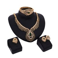 Wholesale Vintage Emerald Crystal Necklaces - Gold Plated Emerald Wedding Bridal Accessories Crystal Vintage Jewelry Sets C00351 CAD