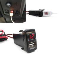 voltímetro iphone venda por atacado-5 V 2.1A USB Interface Soquete Carregador de Carro e Voltímetro Adequado para TOYOTA Hilux VIGO Carga para o telefone Móvel iphone ipad