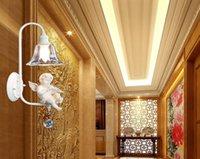 appliques murales pour enfants achat en gros de-Verre de chevet chambre simple ange bébé tête de lampe en résine. Lampe murale nordique E14. Lampe de chevet de chambre d'enfants d'art d'Angel