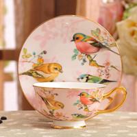 kuş kafesi toptan satış-Porselen çay bardağı ve tabağı ultra-ince kemik çini çiçekler ve kuşlar desen tasarım anahat altın kahve fincanı ve tabağı seti lüks hediye