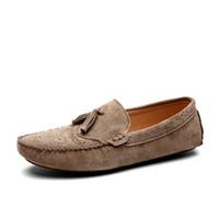 zapatos de cuero suave para hombre al por mayor-Diseñador de cuero genuino de gamuza de los hombres zapatos casuales Mocasines de cuero de alta calidad mocasines para hombre Zapatos de conducción de la manera italiana