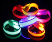 ingrosso luce banda del braccio-KTV Club Party Grand Event Luce d'ardore LED lampeggiante Braccialetto braccialetto Braccio braccio Luce giusta Dance Jogging Glow in scuro