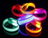 bilek bandı yanar toptan satış-KTV Kulübü Parti Büyük Olay Parlayan Yanıp Sönen LED Bilek Bandı Bilezik Kol Bandı Işık Up Dans Koşu karanlıkta Tezahürat Glow sahne