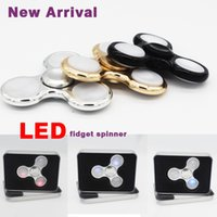 2017 Nouveaux 3 broches Métal flash à LED Spinner à main en aluminium LED Fidget Spinner Triangle à doigts Tri Tri Spinner L029