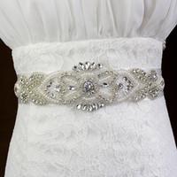 champagner perle gürtel großhandel-Neue Luxus Kristall Braut Schärpen Hochzeit Gürtel Strass Perle Perlen Billig Kostenloser Versand Auf Lager Weiß Elfenbein Champagner