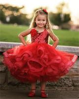 vestido de niña de flores de lentejuelas rojas al por mayor-Vestidos del desfile de las muchachas de la longitud roja encantadora del té Vestidos de las lentejuelas del cordón del puffy primer vestido de la comunión Organza Vestido lindo de las muchachas de la flor personalizada