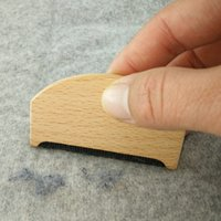 Wholesale Pellet Free - Wooden Manual Clothes Lint Removers Fuzz Pills Shaver Sweaters Curtains Carpets Clothing Lint Pellets Remover Free Shipping ZA3527