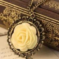 klasik tarz mücevherler toptan satış-Vintage Stil Krem-renk Reçine Gül Çiçek Kolye Kolye kadın Mücevherat Zarif Disk Deldi Uzun Kazak Zinciri Kadınlar için