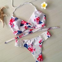 ingrosso fondo bianco bikini sexy-2017 nuovo sexy fiore bianco stampa 2 pezzi set costume da bagno per le donne halterneck coulisse bikini con vita bassa inferiore