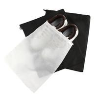 ingrosso coulisse della borsa di scarpa-Promozione Borsa da viaggio in tessuto non tessuto con coulisse Borsa da viaggio in tessuto resistente a polvere Tote Borsa da sacco nera in tessuto Tote Bag a prova di polvere IB134