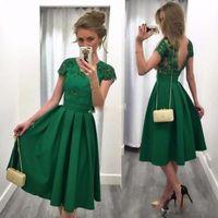 açık arka dantel nedime önlük toptan satış-Yeşil Kısa Homecoming Elbiseler Kısa Kollu Açık Arka Dövme Dantel Gelinlik Elbisesi 2017 Kadın Balo Önlük ile Çay Uzunluğu A-Line