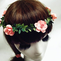 künstliche haare für bräute großhandel-künstliche Girlande Braut Haarschmuck Braut Stirnbänder Hochzeit Kopfschmuck für Braut Kleid Kopfschmuck Zubehör rosa Blumen Girlanden