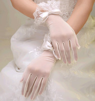 Wholesale Wholesale High Quality Wedding Tulle - High quality off white lace Glove for wedding 5 fingers glove Wedding bridal supplies Ivory glove