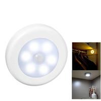 empfindliche bewegungssensorlampe großhandel-Bewegungsmelder LED Nachtlampe Batteriebetriebene Schrank Glühbirne für Toilette Treppen Flur Schlafzimmer Liminaire Lampara CE ROSH FCC Kostenloser Versand