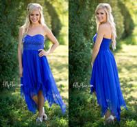 vestido asimétrico de la dama de honor del coral al por mayor-2017 Vestidos de dama de honor cortos azul real estilo del país cariño con cuentas asimétricos vestidos de invitados de la boda vestidos de grupo de dama de honor de gasa