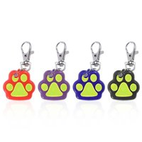 4 couleurs Mini forme d'empreinte Pet Dog Collier de sécurité LED Light Night Safety Tag Anti-Lost Warning Collar Light Accessoires pour animaux de compagnie