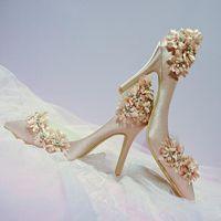 şampanya balo topuklu toptan satış-Moda Tasarımcısı Çiçek Şampanya Düğün Gelin Ayakkabıları Yüksek Topuklu Ayakkabılar Düğün Akşam Parti Balo Yüksek Kalite Ile Sivri Burun Ayakkabı