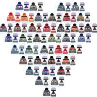 bonés de moda do crânio venda por atacado-Algodão Toda a Equipe de Futebol Pom Pom Gorros Homens Mulheres Chapéus de Inverno Com Pom Barato Esportes Tampas Do Crânio Venda Quente Da moda